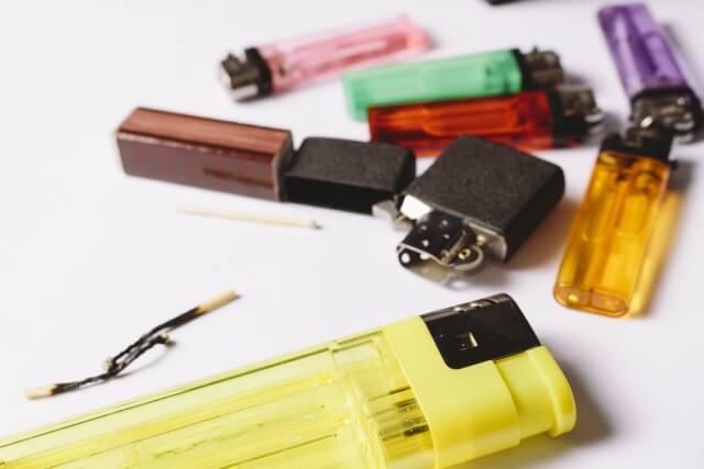 ライターやチャッカマンの捨て方!ガス抜き方法はコレ♪ゴミの分別に困るよね~