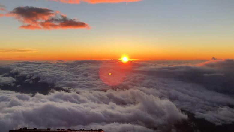 富士山八合目からの景色!御来光や影富士も山小屋できれいに見えます♪