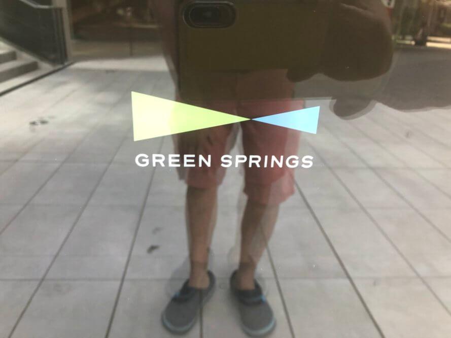 グリーンスプリングスのロゴ