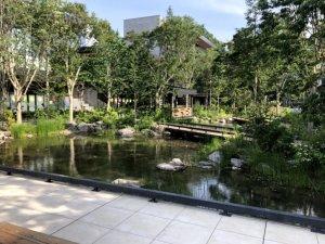 グリーンスプリングス中央広場の池