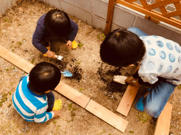 砂場予定地を掘る